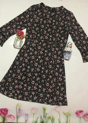 Стильное платье в цветочный принт