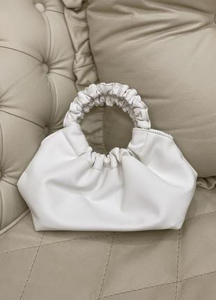 Белая сумка-пельмень