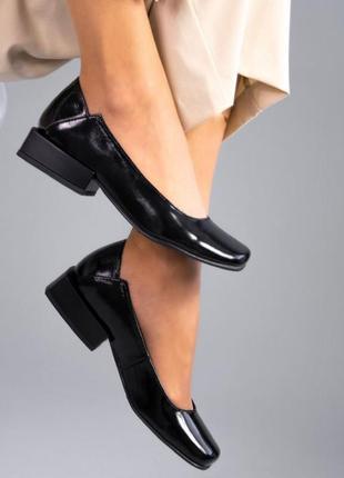 Туфли кожаные лакированные квадратный носок каблук