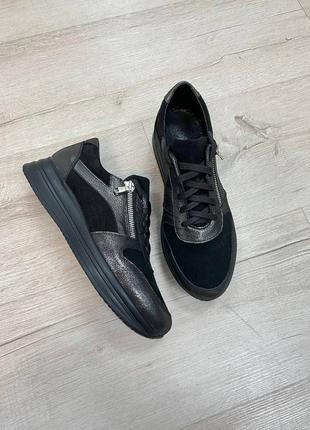 Удобные и красивые кожаные кроссовки