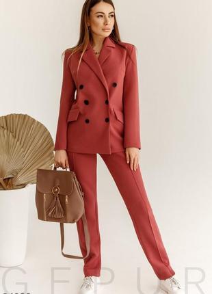 Элегантный деловой костюм