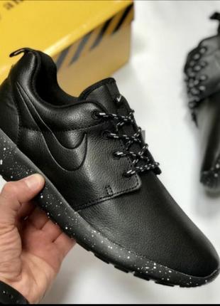 Осенние черные кожаные кроссовки