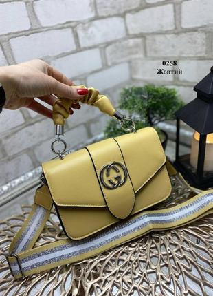 Стильная сумочка с тканевым ремешком