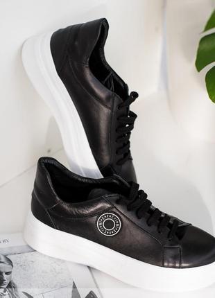 Стильні кросівки з декоративними нашивками + безкоштовна доставка новою поштою