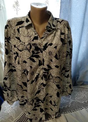 Блузка с длинными рукавами.