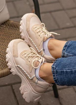 Женские весенние кроссовки
