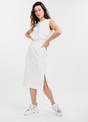 Женский летний костюм с юбкой-миди и топом светло-молочный