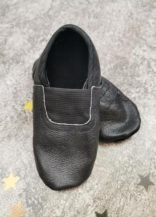 Кожаные чешки черные для девочки и мальчика чорні шкіряні чешки для хлопчика
