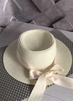 Шляпка летняя канотье с атласной лентой молочная