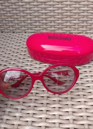 Фирменные солнцезащитные очки  оригинал