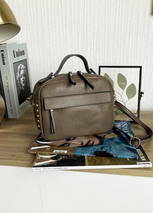 Итальянская кожаная коричневая сумка-чемоданчик с заклепками (borse in pelle, италия)