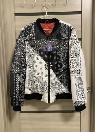 Куртка- бомбер с принтом банданы