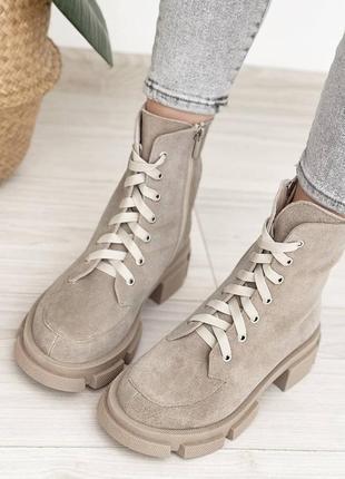 Женские бежевые демисезонные ботиночки из натуральной замши