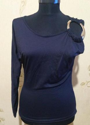 Блуза с одним рукавом и декором италия