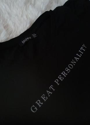 """Черная футболка с принтом""""great personality"""" с подплечниками"""