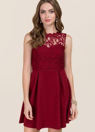 Платье с кружевом без рукавов приталенное свободный низ