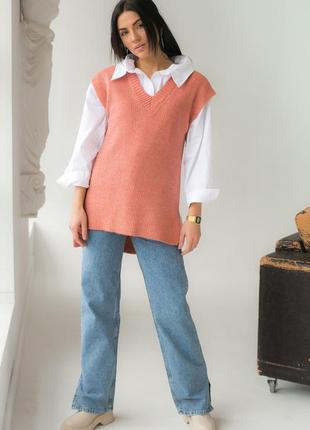 Женская жилетка с удлиненной спинкой и распорками