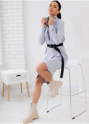 Платье-реглан на молнии с воротником стойкой