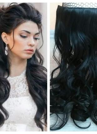 Волосы на заколках чёрные одной прядью