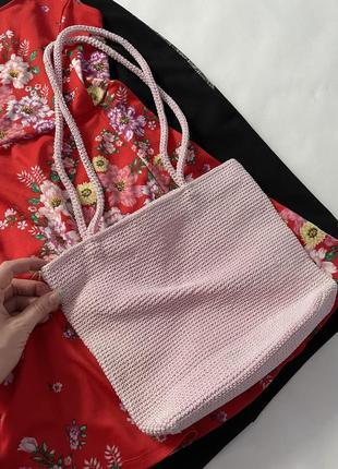 Как новая розовая плетёная летняя сумка