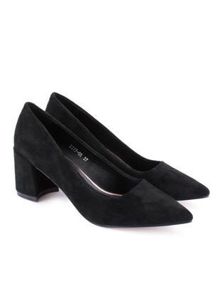 Женские черные туфли с острым носом на каблуке замшевые