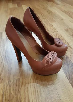 Туфли 38-39 р на высоком каблуке