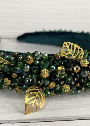 Зеленый обруч с камнями