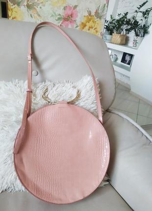 Стильна добротна кругла сумка з кільцями