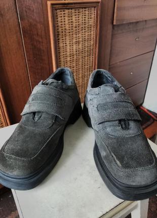 Итальянские туфли из серой замши от известного бренда.
