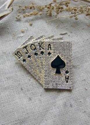 Необычная брошь в виде игральных карт со стразами цвет золото