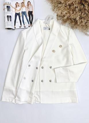 Новий біленький піджак, є підкладка