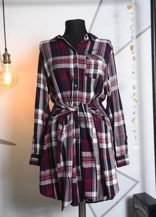 Платье-туника в клетку с необычным поясом