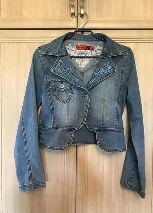 Стильный джинсовый пиджак с вышивкой и стразами miss posh 12pp