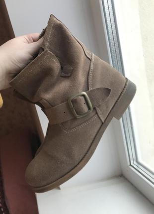 Замшевые ботинки asos, с ремнями челси ankle boots