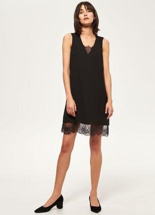 Изумрудное платье с кружевом