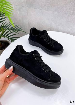 Женские демисезонные кроссовки черного и белого цвета