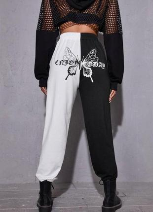 Спортивные штаны женские чёрно-белые с принтом сзади двухнить весна осень