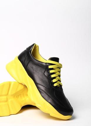 Стильные кожаные женские черные кроссовки на желтой подошве натуральная кожа