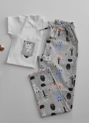 """Женская пижама из трикотажной белой футболки и серыми штанами в принт """"косули в лесу"""""""