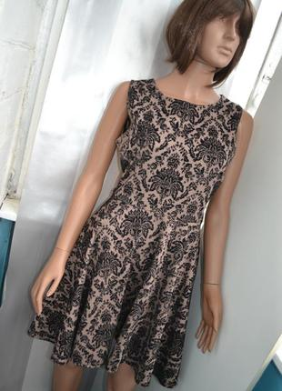 Нарядное платье с ажурными вставками apricot
