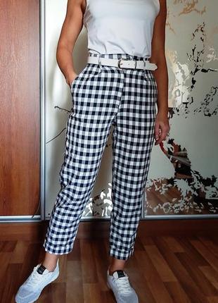 Стильные укороченные брюки в клетку с высокой посадкой