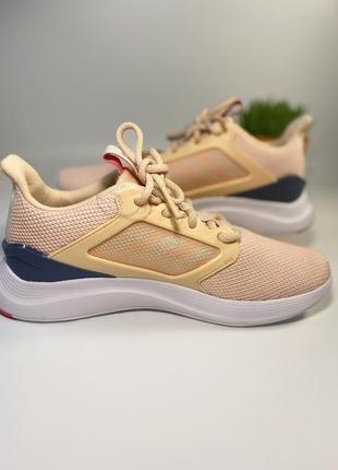Продам новые фирменные женские оригинальные кроссовки adidas.