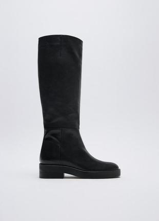 Високі шкіряні чоботи чорного кольору на низькому ходу zara