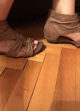 Босоножки женские chester кожаные коричневого цвета. размер 38