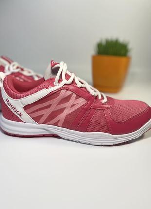 Продам новые фирменные женские оригинальные кроссовки reebok
