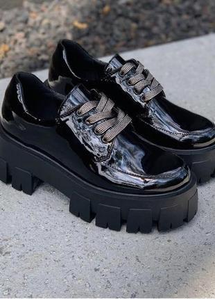 Лаковые туфли-броги на толстой подошве!