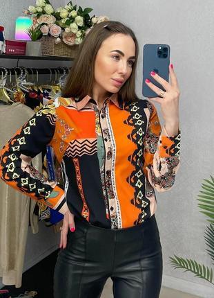 Рубашка в яркий принт