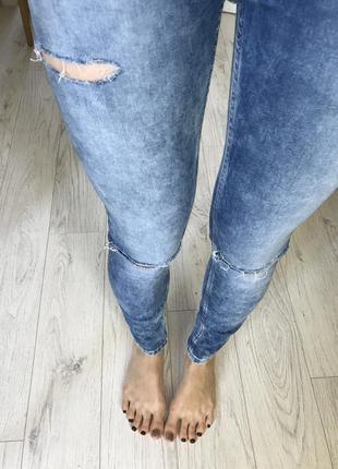 Красивые джинсы скинни от bershka