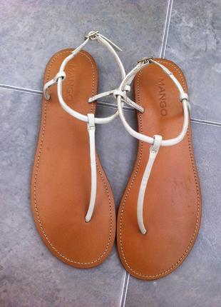 Женские кожаные босоножки mango