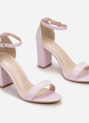 Стильные женские босоножки на устойчивом каблуке трендовые искусственная кожа
